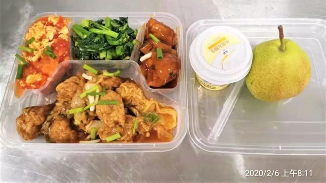 Dân mạng thế giới khoe bữa ăn đầy đủ trong khu cách ly-1