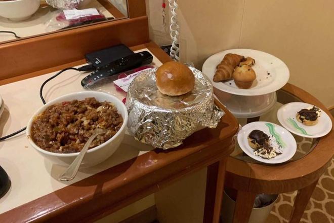 Dân mạng thế giới khoe bữa ăn đầy đủ trong khu cách ly-5