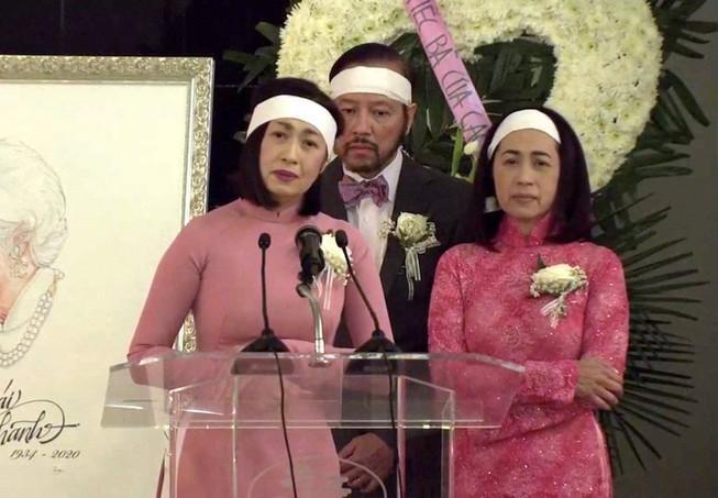 Danh ca Ý Lan đau xót vì đám tang mẹ Thái Thanh vắng lặng-1