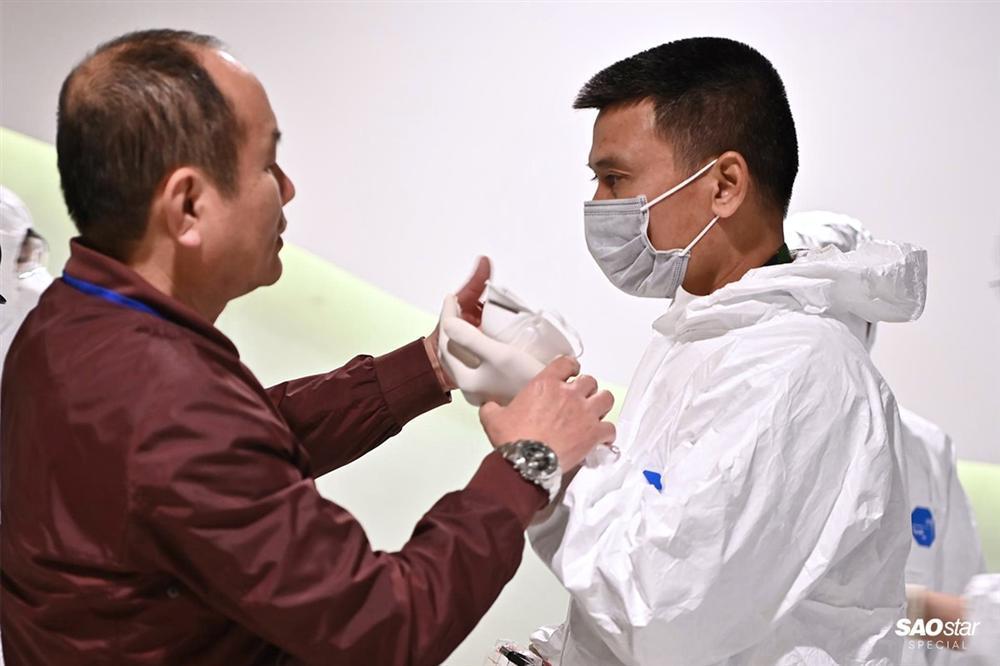 Những người thầm lặng sau chuyến bay đón kiều bào từ tâm dịch COVID-19: Tụt huyết áp, tình nguyện xa con-7