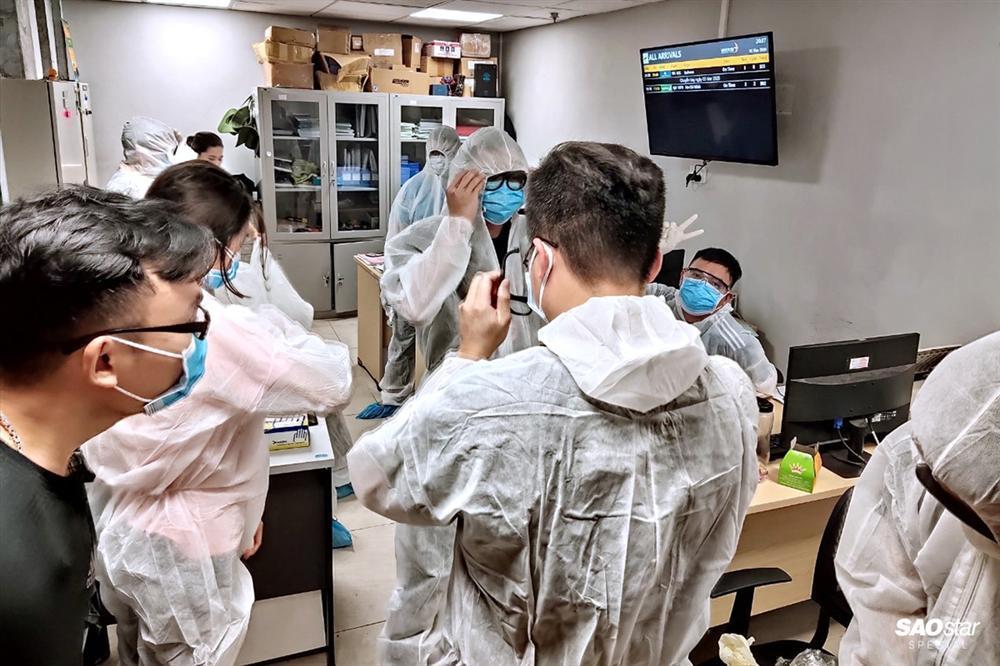 Những người thầm lặng sau chuyến bay đón kiều bào từ tâm dịch COVID-19: Tụt huyết áp, tình nguyện xa con-9