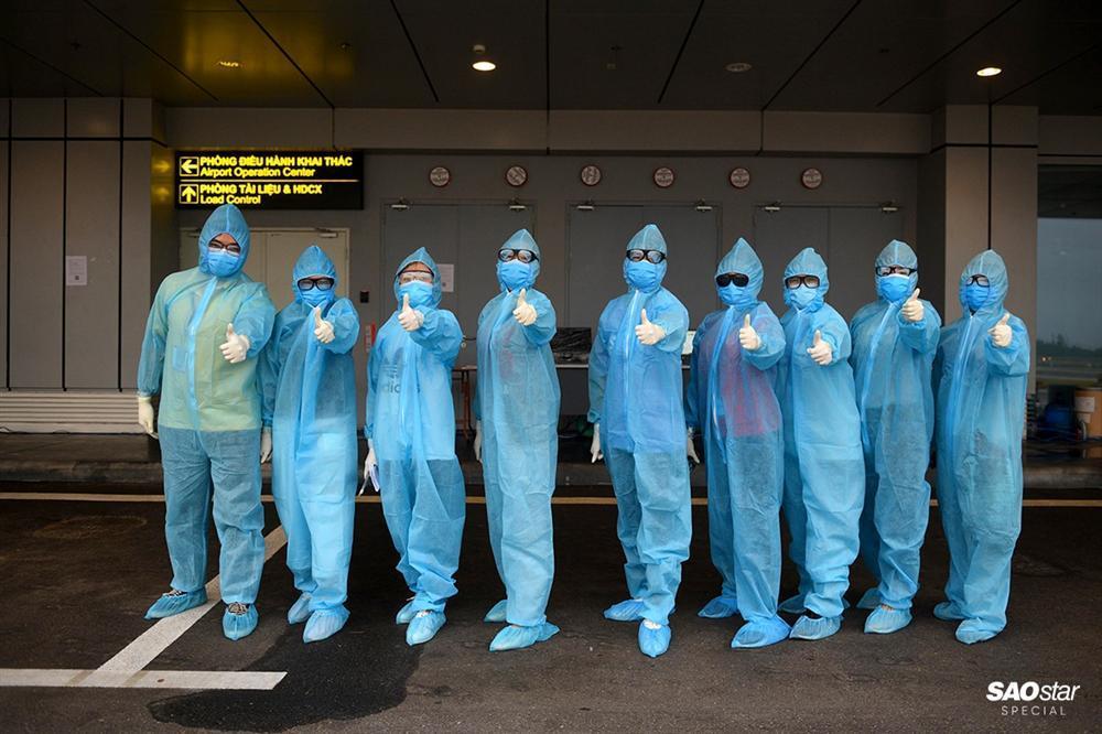 Những người thầm lặng sau chuyến bay đón kiều bào từ tâm dịch COVID-19: Tụt huyết áp, tình nguyện xa con-13