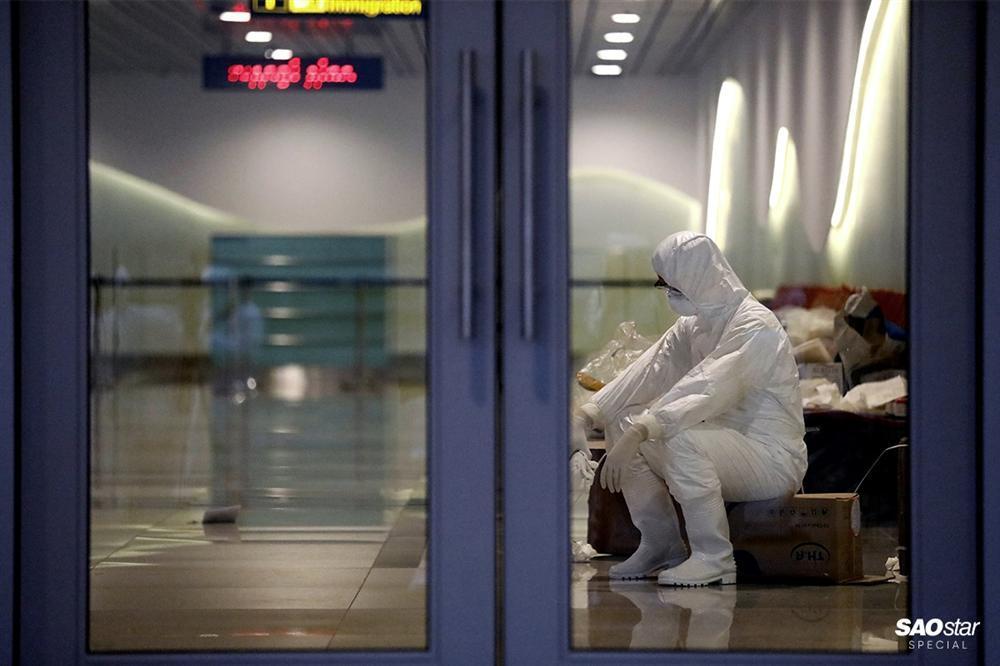 Những người thầm lặng sau chuyến bay đón kiều bào từ tâm dịch COVID-19: Tụt huyết áp, tình nguyện xa con-28