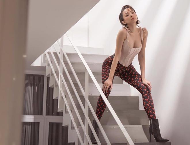 Sơn Tùng lên đồ nữ tính không nhận ra - Tóc Tiên mặc sexy hơn sau khi lấy chồng-7