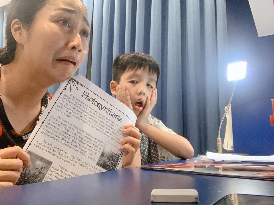 Mẹ 3 con Ốc Thanh Vân méo mặt vì bài vở của con ngày dịch, nhìn lịch học mà choáng-1