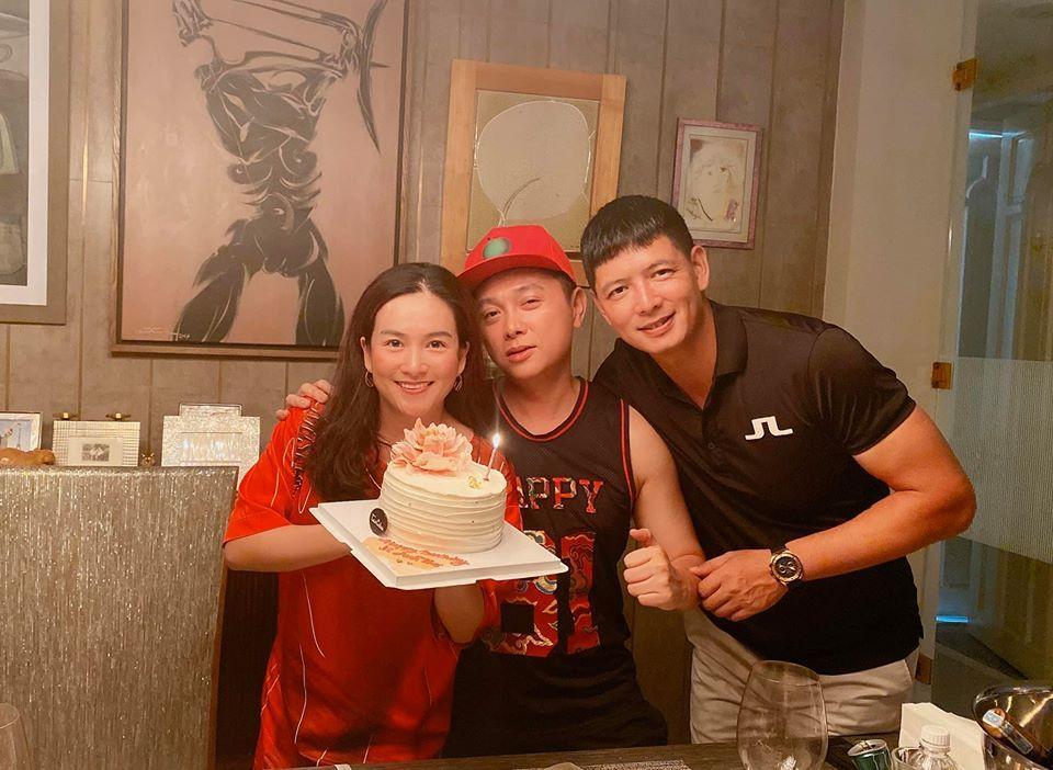 Bà xã Bình Minh được người đàn ông đặc biệt vào bếp nấu ăn chúc mừng sinh nhật-1