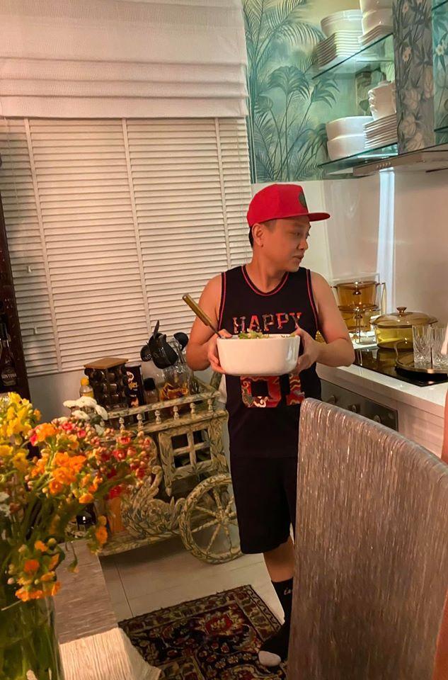 Bà xã Bình Minh được người đàn ông đặc biệt vào bếp nấu ăn chúc mừng sinh nhật-3
