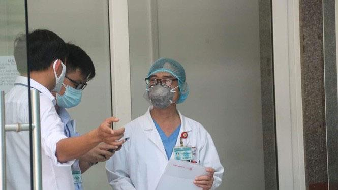 Clip: 3 bệnh nhân Covid-19 ở Đà Nẵng vui mừng xuất viện, Việt Nam đã chữa khỏi 20 ca-3