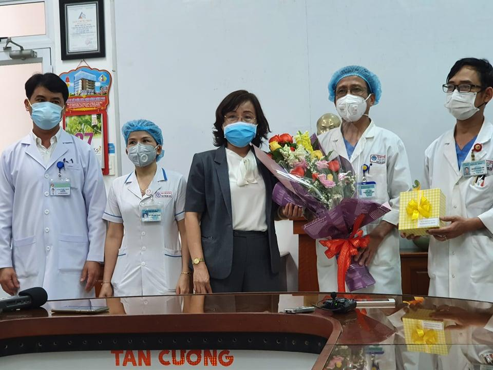Clip: 3 bệnh nhân Covid-19 ở Đà Nẵng vui mừng xuất viện, Việt Nam đã chữa khỏi 20 ca-2