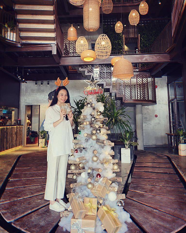 Đàm Thu Trang lộ rõ bụng nhô cao như bầu 4 tháng khi đi nghỉ dưỡng cùng Cường Đô La-3