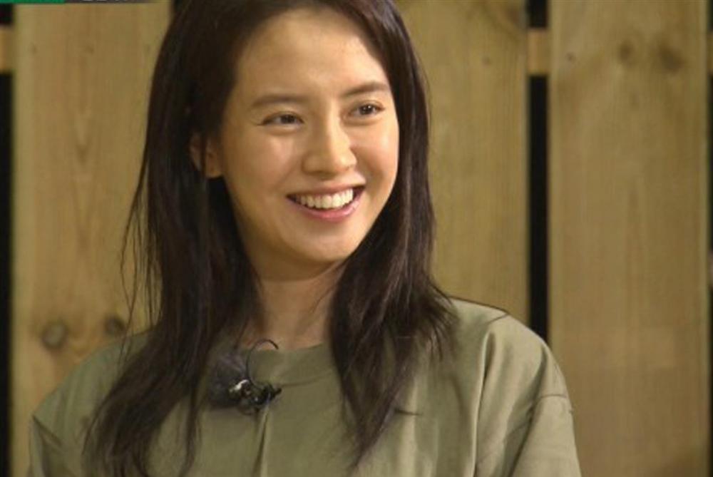 Để mặt mộc vẫn nổi bần bật, mợ ngố Song Ji Hyo khẳng định đẳng cấp đẹp tự nhiên-13