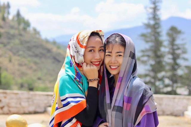 Giữa Mai Phương và Ốc Thanh Vân là một tình bạn keo sơn, đi đâu cũng phải đồ đôi mới chịu!-8