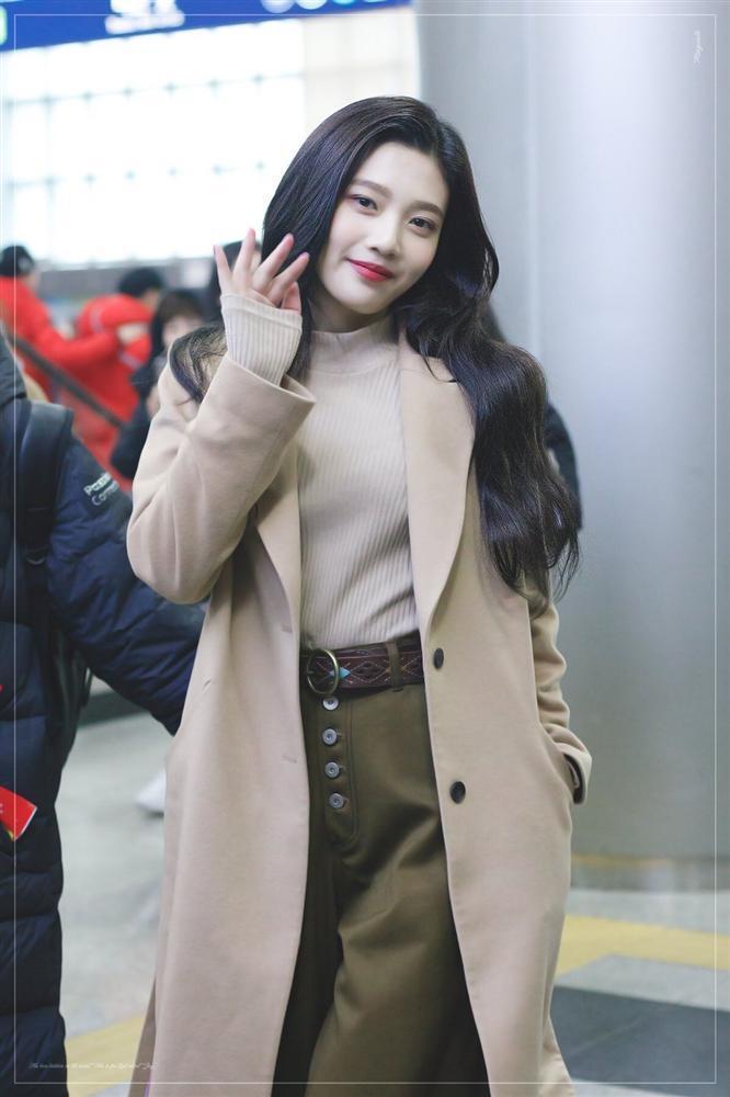 7 sao Hàn Quốc nào được khen mặc áo khoác dài đẹp nhất?-5