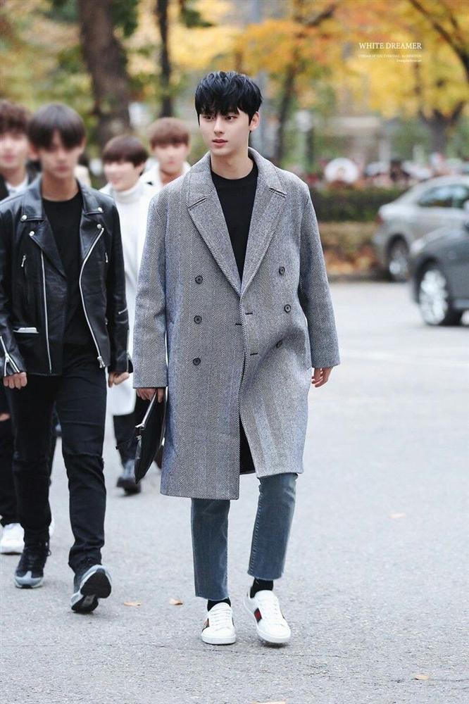 7 sao Hàn Quốc nào được khen mặc áo khoác dài đẹp nhất?-6