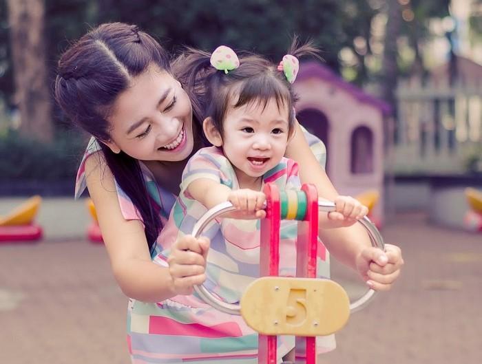 Những khoảnh khắc ấm áp tình mẫu tử của Mai Phương và con gái 7 tuổi-1