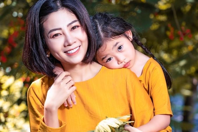 Những khoảnh khắc ấm áp tình mẫu tử của Mai Phương và con gái 7 tuổi-3