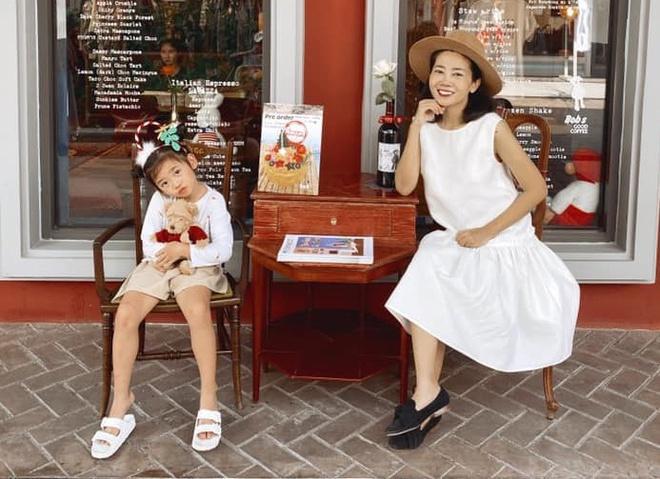Những khoảnh khắc ấm áp tình mẫu tử của Mai Phương và con gái 7 tuổi-4