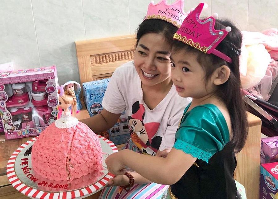 Những khoảnh khắc ấm áp tình mẫu tử của Mai Phương và con gái 7 tuổi-5