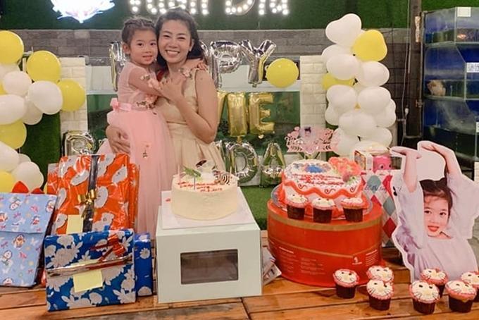 Những khoảnh khắc ấm áp tình mẫu tử của Mai Phương và con gái 7 tuổi-6