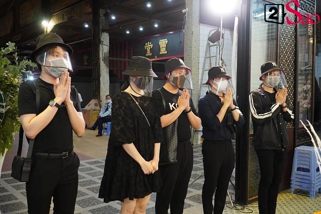 Trấn Thành - Hari Won và hội bạn thân showbiz tới tang lễ tiễn biệt Mai Phương-2
