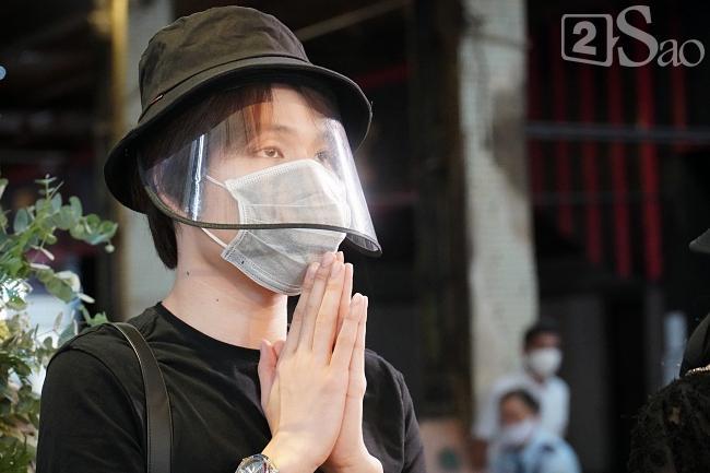Trấn Thành - Hari Won và hội bạn thân showbiz tới tang lễ tiễn biệt Mai Phương-4