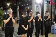 Trấn Thành - Hari Won và hội bạn thân showbiz tới tang lễ tiễn biệt Mai Phương