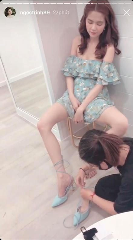 Xỏ giày ở tư thế bá đạo, Ngọc Trinh để lộ nội y kém duyên-6
