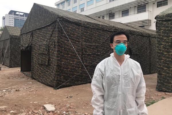 Xây dựng bệnh viện dã chiến ngay trong BV Bạch Mai-2