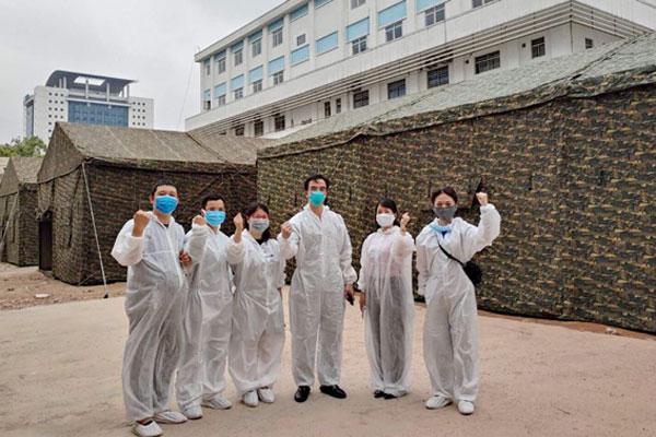Xây dựng bệnh viện dã chiến ngay trong BV Bạch Mai-1