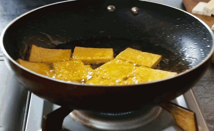 Rán đậu mà cho ngay dầu vào chảo là sai, bôi thứ này lên trước đậu sẽ giòn, ngon vô đối-3