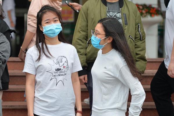 Bệnh nhân số 17 N.H.N và 26 ca nhiễm Covid-19 đã khỏi bệnh, được đưa về tuyến cơ sở theo dõi thêm-4