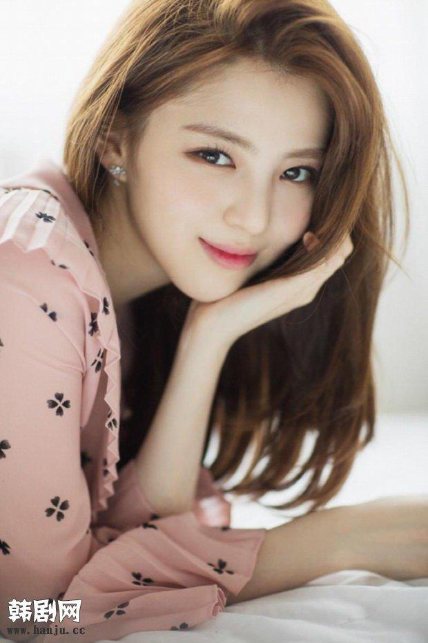 Bản sao Song Hye Kyo phì phèo hút thuốc nhưng lại được cư dân mạng Hàn khen quá ngầu-4