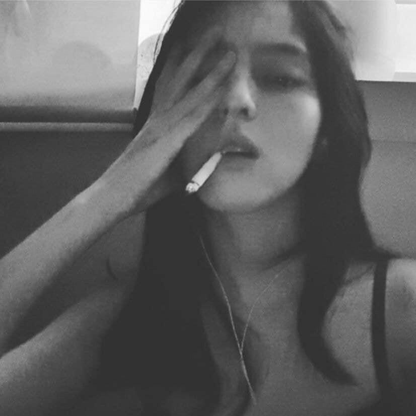Bản sao Song Hye Kyo phì phèo hút thuốc nhưng lại được cư dân mạng Hàn khen quá ngầu-8