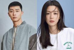 Để Park Seo Joon nên duyên với 'mợ chảnh' Jeon Ji Hyun, 'cha đẻ' Hậu duệ Mặt trời mạnh tay đầu tư 612 tỷ cho phim mới