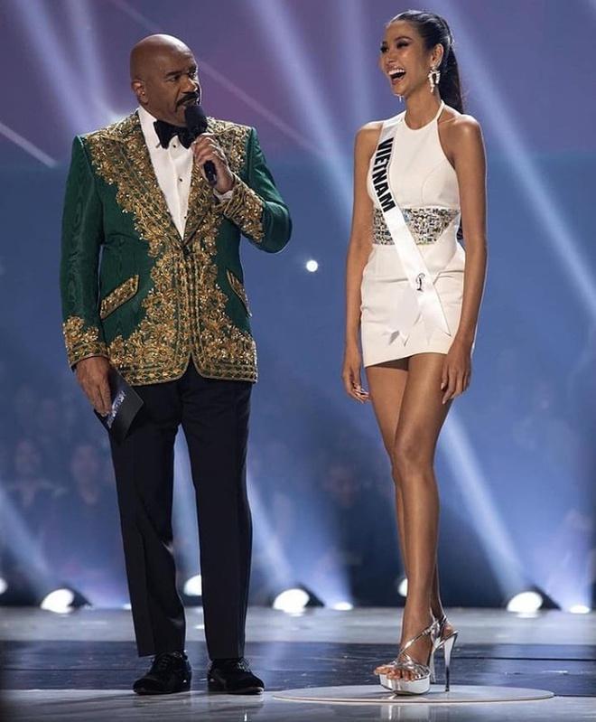Bố Hoàng Thùy viết thư tay xúc động trước ngày con gái lên đường thi Miss Universe-7