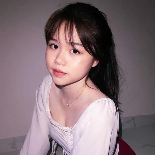 Gái xinh khiến Quang Hải - Nhật Lê bị đồn chia tay khi vừa tái hợp: Giỏi thả thính, là du học sinh Singapore-1
