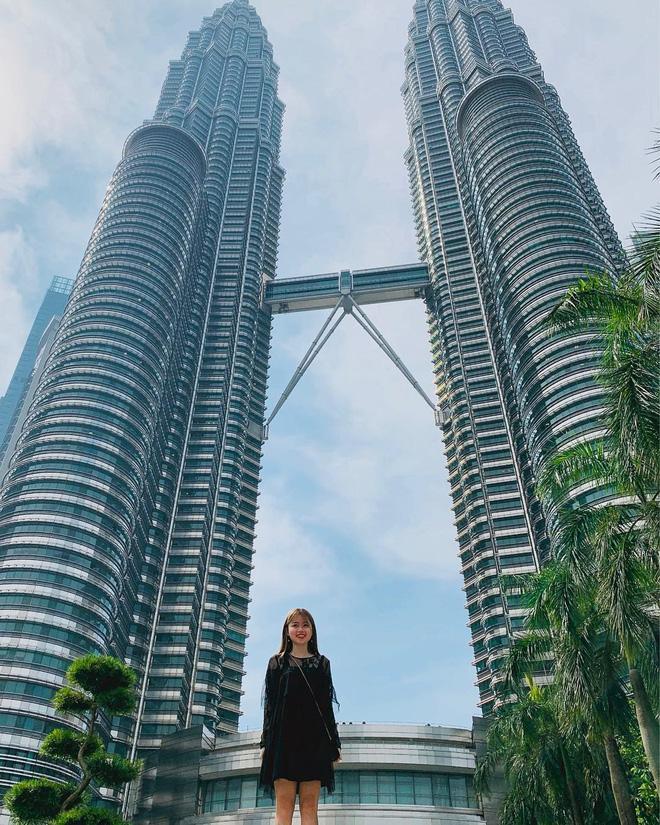 Gái xinh khiến Quang Hải - Nhật Lê bị đồn chia tay khi vừa tái hợp: Giỏi thả thính, là du học sinh Singapore-6
