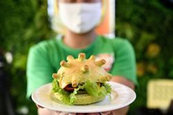 Món 'bánh kẹp corona' của Việt Nam gây chú ý trên báo Mỹ