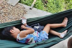 Điều tra vụ cha dượng nghi bạo hành, dí bé 4 tuổi vào pô xe máy ở Tây Ninh