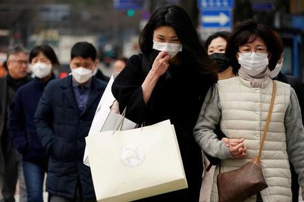 2 mẹ con nhiễm virus bị kiện vì có biểu hiện bệnh vẫn cố đi du lịch
