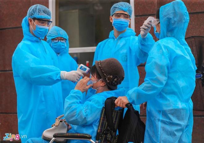 Dân mạng viết thư tay, gửi quà ủng hộ y bác sĩ tại bệnh viện Bạch Mai-7