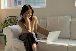 Để không bị chê 'trông chẳng ra thể thống gì' khi họp online, nàng công sở hãy ghim 4 tips hoàn thiện phong cách sau