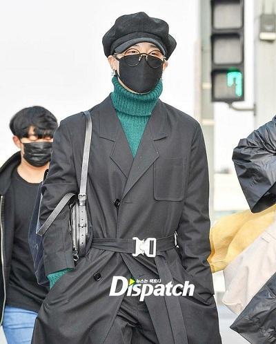 BTS thể hiện gu thời trang nơi phi trường: Đẳng cấp diện túi hàng hiệu đắt xắt ra miếng-11