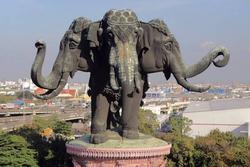 Tượng voi ba đầu nặng 250 tấn ở Thái Lan