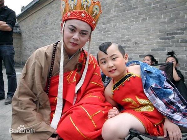 Sao nhí Trung Quốc vất vả nuôi sống cả gia đình-8
