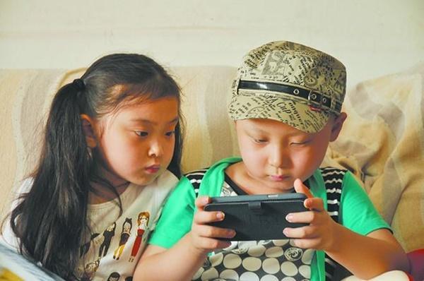 Sao nhí Trung Quốc vất vả nuôi sống cả gia đình-11
