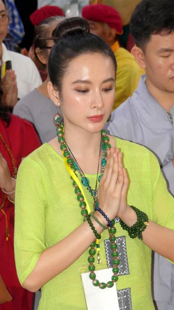 Angela Phương Trinh mặc full set đồ bảo hộ phòng dịch đi siêu thị mua đồ chuẩn bị 15 ngày cách ly-5