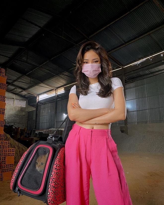 Ở nhà tránh dịch, Chi Pu khoe hình cũ, Khánh Linh sống ảo tại gia-8