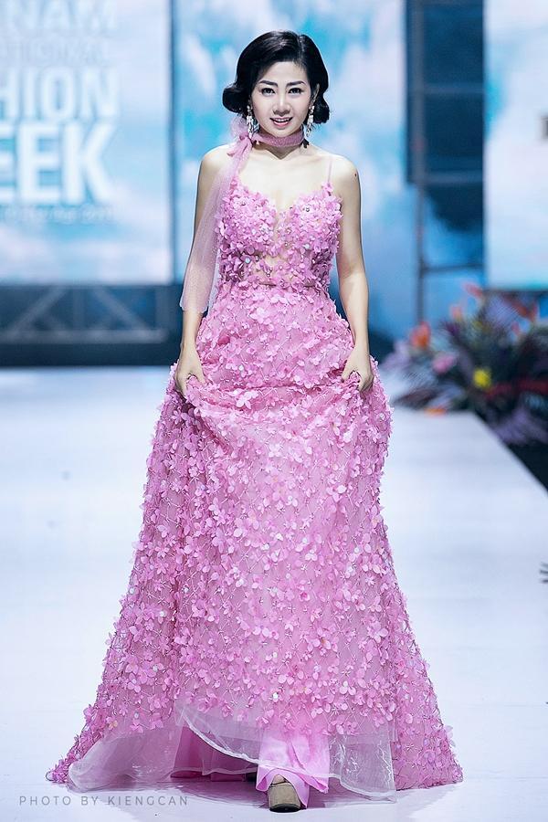 Đấu giá chiếc váy Mai Phương từng trình diễn gây quỹ hỗ trợ bé Lavie-1