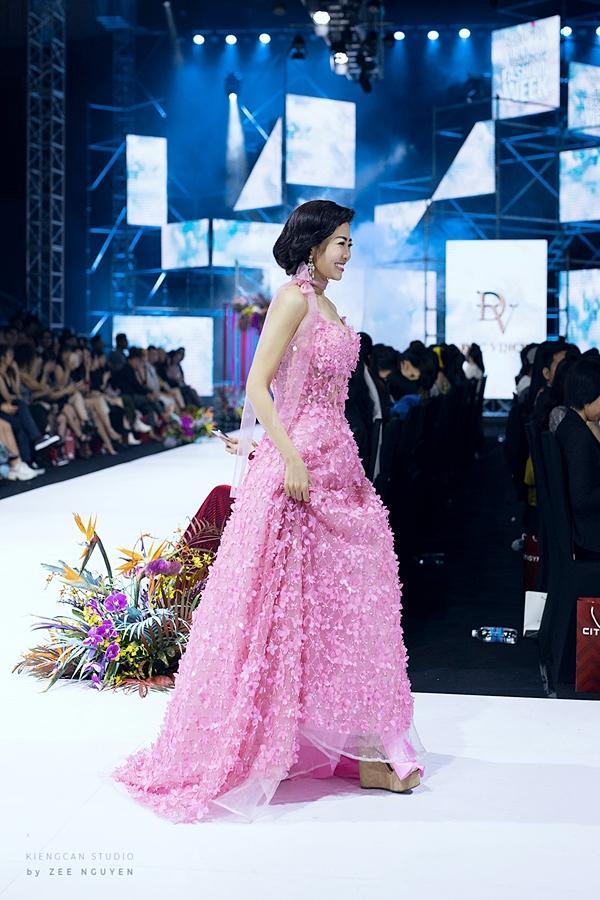 Đấu giá chiếc váy Mai Phương từng trình diễn gây quỹ hỗ trợ bé Lavie-3